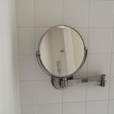 鏡が動かせるのが便利