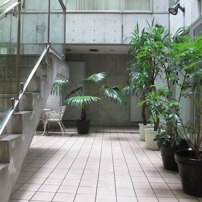 地下3階の共有スペースです。ちょっとしたテーブルなんかもありました