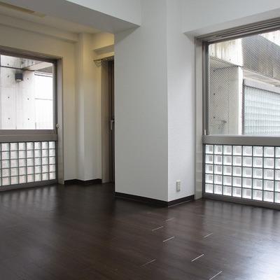 ガラスブロックが明るいお部屋創りに貢献していますね。