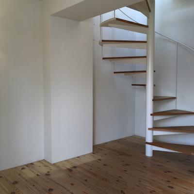 螺旋階段で3階におりまして。