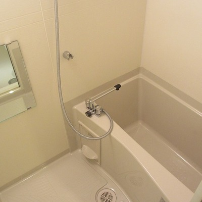 お風呂には浴室乾燥機ついてます。