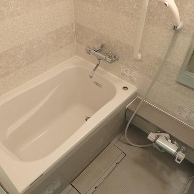 お風呂は淡いピンク色※写真は前回募集時のものです。