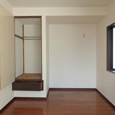 この収納はレール付き!(2階ベッドルーム)※写真は前回募集時のものです。
