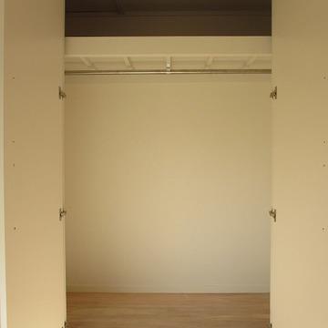 こちらは洋室にあるクローゼット。ゆったりサイズ!