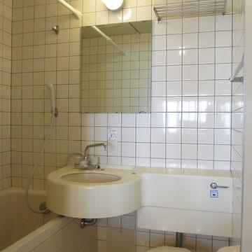 こんな感じ。浴室乾燥機付いています。