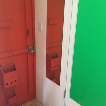 玄関がわりとビビッド