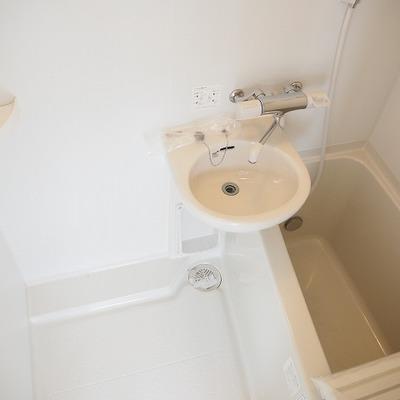 お風呂は追い焚き機能つき
