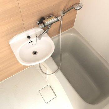 お風呂は2点ユニット!綺麗です。※写真は通電前のものです。