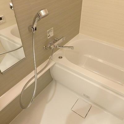お風呂は広々。グレーが効いてる!※写真は同間取り別部屋