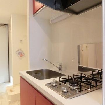 縁起のいい赤色のキッチン※写真は前回募集時のものです