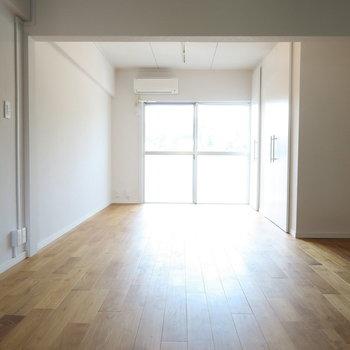 真っ白な空間に優しい光がふわぁっと。※写真は前回募集時のものです