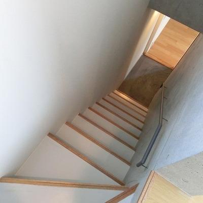 お部屋の階段はこちらですね。