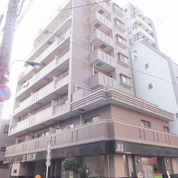 9階建てのしっかりとしたマンション。