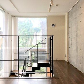 【DK】上の階から。窓も大きいので明るさも良好。