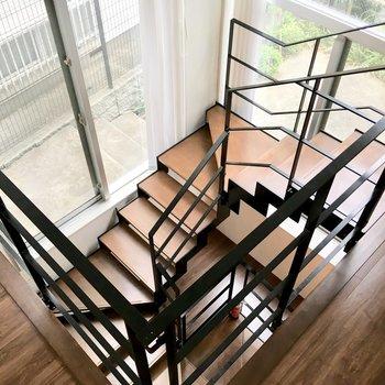 階段を下って、地下へ。