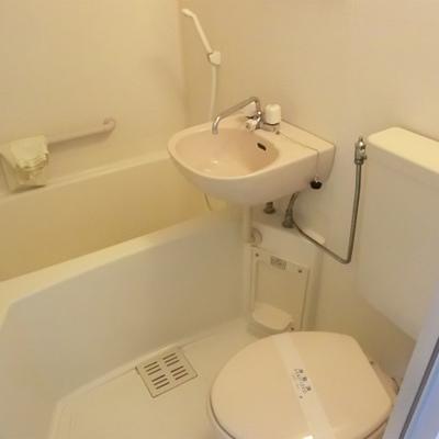 お風呂は3点ユニットです