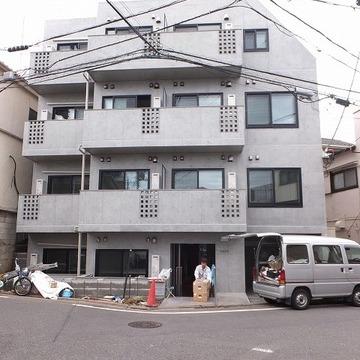 4階立ての新築マンションです。