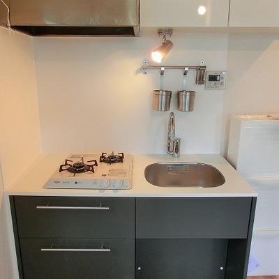 2口ガスコンロのTOMOSオリジナルグレーキッチン※画像はイメージ