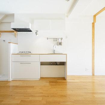 広いLDKにわくわく、さらさらの無垢床が気持ちよく※写真は前回募集時のものになります。