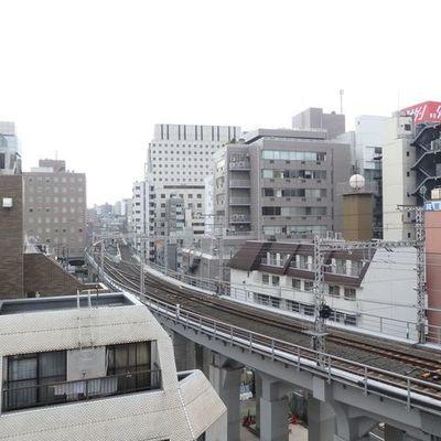 線路が見える〜 電車も見える〜