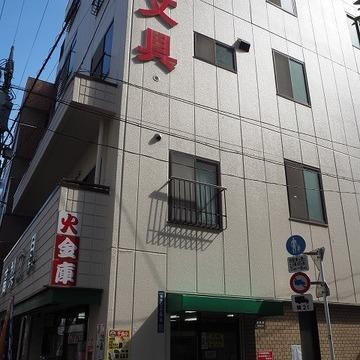 普通のビルのようなマンション