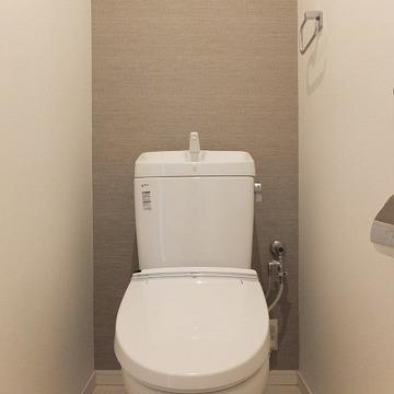 トイレにもアクセントクロス。