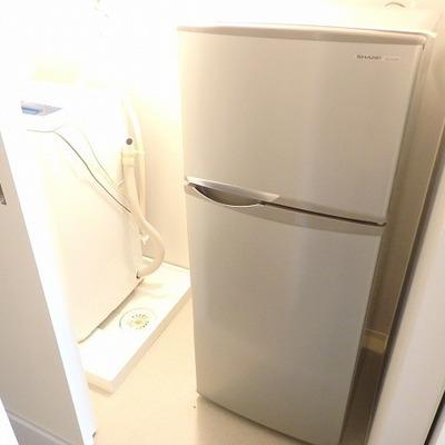 冷蔵庫も付いてきます。