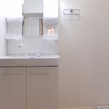 お風呂前に洗面台、洗濯機置き場あり!
