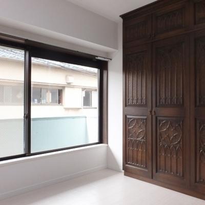 2階には洋室が一部屋。6,7帖あります。