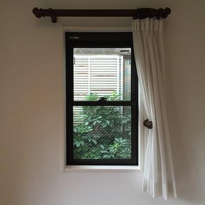 小さな窓がレトロでかわいいです!