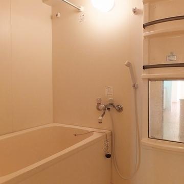 お風呂は浴室乾燥機も追い焚きも付いています!