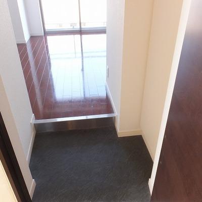 玄関を入ると。右にシューズクローゼット完備!※写真は別部屋
