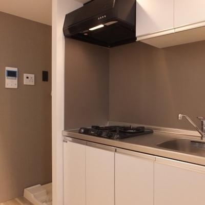 キッチンの左が洗濯機置き場。