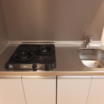 キッチンはコンパクトですが、2口コンロ!