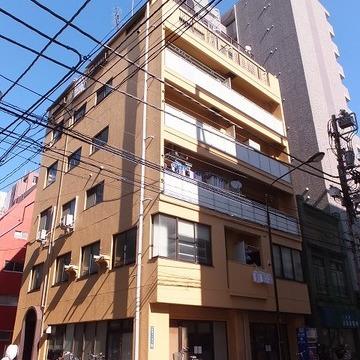 7階建てのマンションです。新富駅から徒歩1分!
