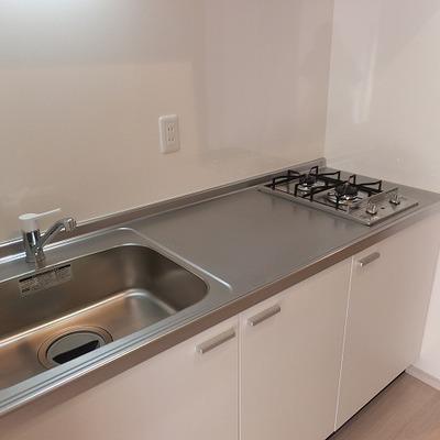 キッチンは作業スペースも広めの2口コンロ!