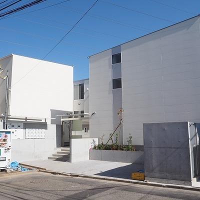 綺麗で真っ白な築浅アパート