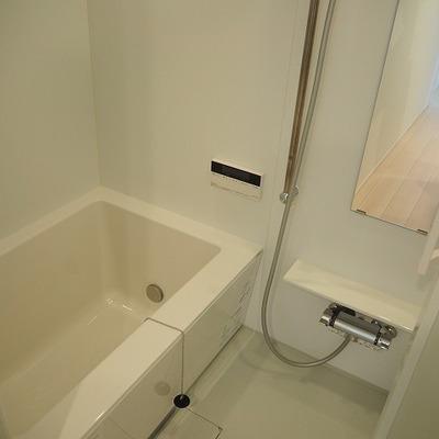 お風呂もシンプルに。浴室乾燥機・追焚付きですよ  ※写真は前回募集時のものです