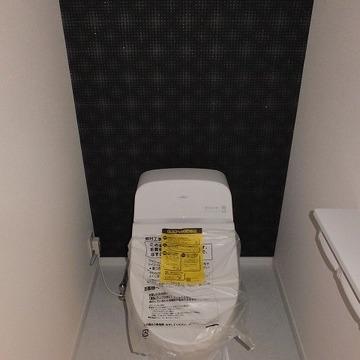 ウォシュレット付きのスマートなトイレ。