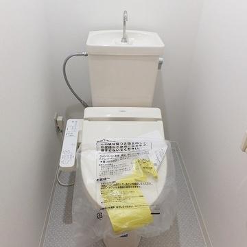 トイレはウォシュレット付きで個室です!