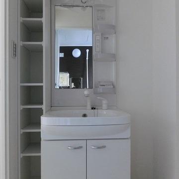 洗面台も収納たっぷりです! ※写真は別部屋です