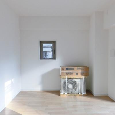なんだか可愛らしい小窓がちらり。 ※写真は別部屋です