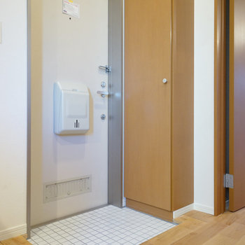 玄関は白タイルと下駄箱を!※写真は前回募集時のものです