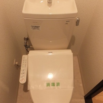ウォシュレット付きのトイレは個室。