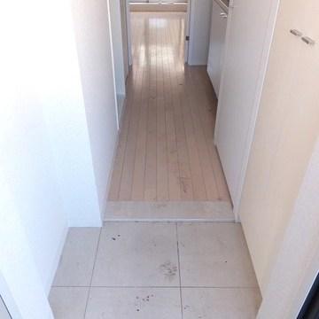 玄関には天井までのシューズボックスあり!