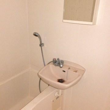 お風呂は2点ユニットです。