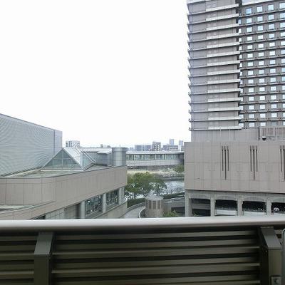 ホテルの後ろには川