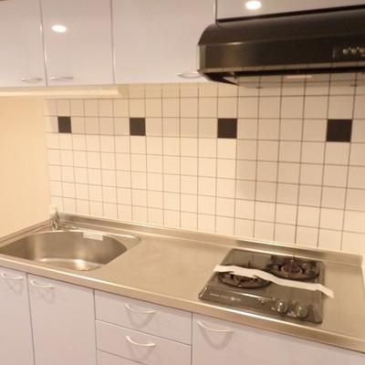 キッチンはシンプルですが使い勝手がよさそう!タイルもかわいい! ※写真は前回募集時のものです