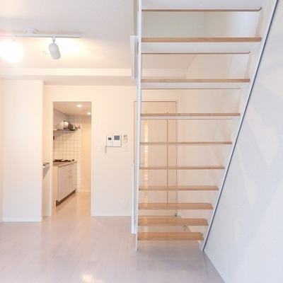 インテリアの邪魔にならない階段は反対から見てもオシャレ ※写真は前回募集時のものです