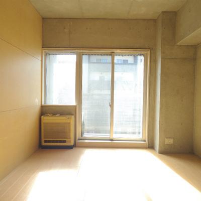 エアコンは下にあります。※写真は別部屋
